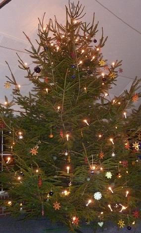 decken unterm weihnachtsbaum
